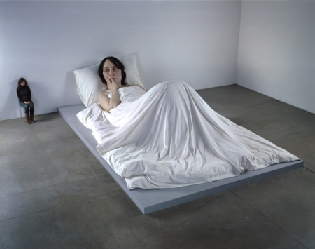 ron-mueck-in-bed